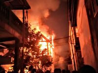 Kebakaran Melanda Pemukimam Padat Penduduk di Palembang, Satu Rumah Habis